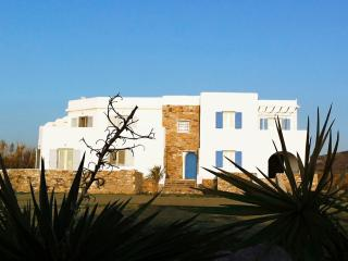 Evriali Beachfront Luxury, Ciudad de Naxos