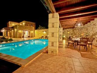 Traditional Villa with Pool, Chania