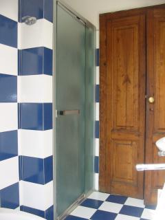 Doccia bagno blu