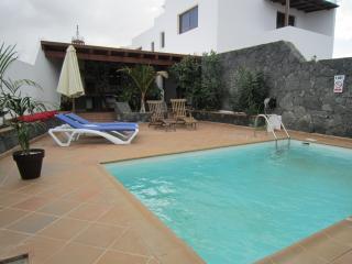 Villa Las Cadenas con piscina privada climatizada, Tinajo