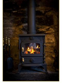 Log burner - Laid ready for your arrival - Coal, sticks, logs and fire lighters provided for your co