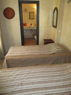 Twin bedroom (2 single beds)