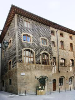The ancient Accademia down in the street. Its main entrance is in the Uffizi Gallery.