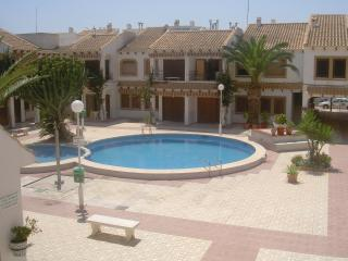 frontline 4 bed, roof terrace, overlooking beach