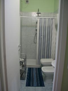 green room bathroom en suite