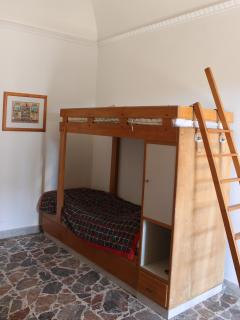 Triple room with single bed and bunk bed