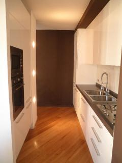 Fully fitted, spacious and modern kitchen