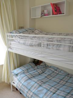 Bunk-beds in the second bedroom
