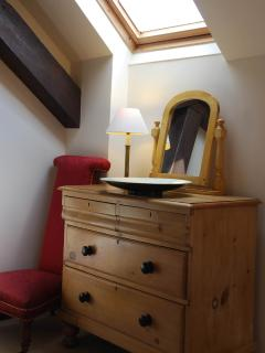 Chest of drawers in Bedroom 2