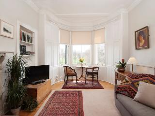 15 mins from centre - elegant and unique parkside apartment with stunning views