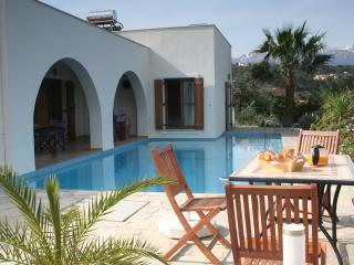 Villa Mia - private villa with wifi & heated pool, Gavalochori
