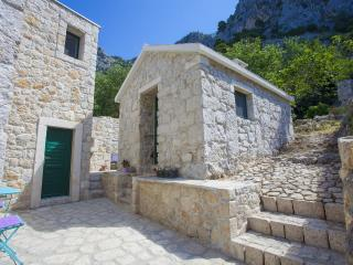 Mediterannean style, cute stone holiday home Giran