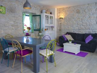 Mediterannean style, cute stone holiday home Giran