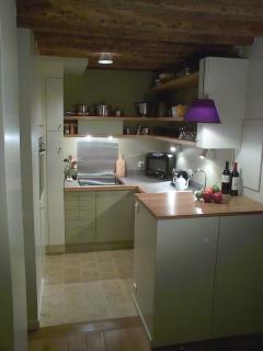 The charming, well-equipped kitchen.