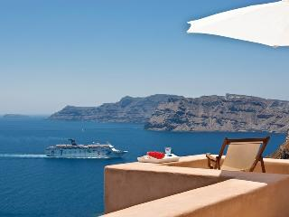 Galini-Honeymooners Villa in Oia with Caldera View