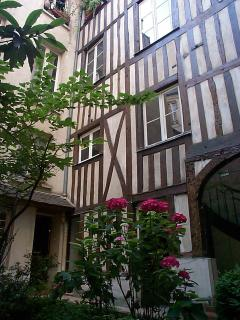 Rare 17th c. 'colombage' in the courtyard -- the way all of Paris once looked!