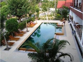 2 bedroom apartment 1 km from Nai Harn beach