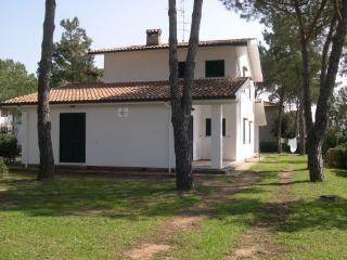 Villa Tracina: flats in a villa close to the sea