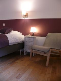 Grande chambre parentale avec TV. Lit king size (180) ou lit jumeaux.