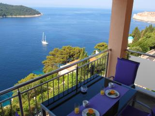 O2| Contemporary Seafront 2-BR Apart with Balcony, Garden and Parking !, Ploce