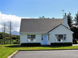 Louisburgh Cottage:Close to blue flag beaches, set in a magnificent scenic area.