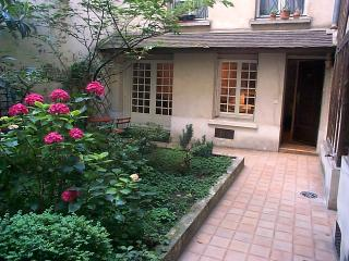 Marais:  Cottage in Paris!