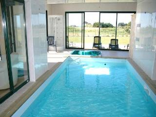 27684 Brittany villa with private indoor pool