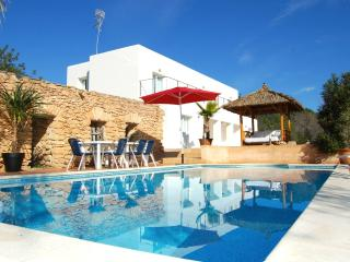 Casa Rosa Jesus spacious villa with DJ equipment + swimming pool, Ibiza Town