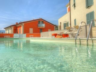 Mimosa modern apartment with pool, La Spezia