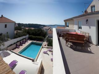 Penthouse for 4-5 in villa Marijeta Hvar with pool