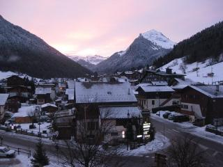 Central, sunny, modern apartment with one of the best views in Morzine, Morzine-Avoriaz