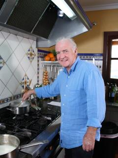 Rick Stein cooking in Nuevespigas