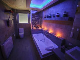 baño  preparado para el relax y dejar llevar a tus sentidos despuès de un apasionante dia