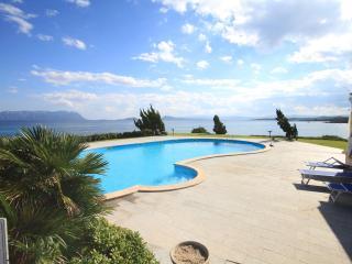 Sea view apartment in resort with pool, Golfo Aranci