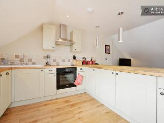 Solid oak floors, oak painted kitchen & Bosch oven & hob. No expense spared!