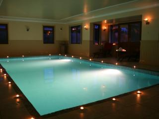 Luxury property with Indoor Pool. sleeps 15 Just  - 25 mins from Edinburgh