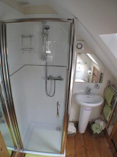 Ensuite with Powerful Mains Shower.