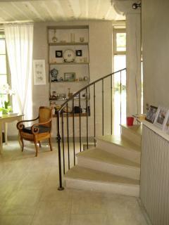 Petit salon /escalier qui monte aux chambres