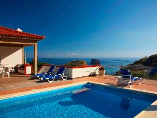 Villa Ricardo - Heated pool and Sea views!