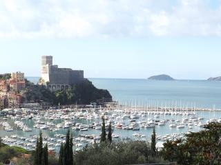 breathtaking view- 2 minutes walk from sea -7olivi, Lerici