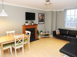 HALF PENNY BRIDGE APARTMENT 1