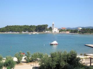 Sea front apartment Randi, sleeps 3, Pasman Island