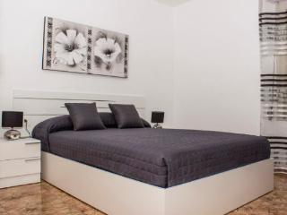 chambre 2 - lit 140 cm + armoire