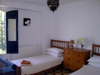 spacious twin bedded room with child cot