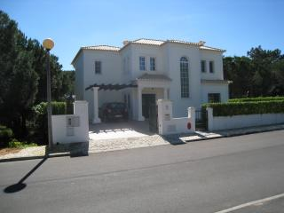 Frontal picture of Villa Casa do vale.