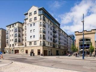 Old Town, two bedroom  apartment, secure parking, Edinburgh