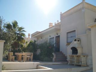Elegant Bungalow with private garden and terraces, Torrevieja