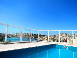 Penthouse with plunge pool, Marsaskala