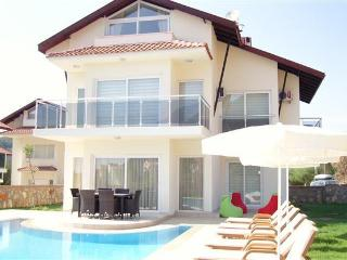 4 BED LUXURY VILLA PRIVATE POOL SLEEPS 8, NO11, Ölüdeniz