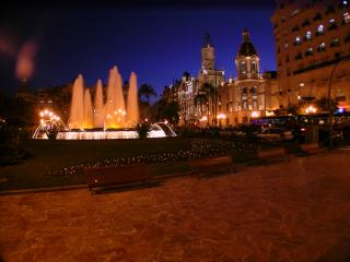 Elegant Modernist Plaza Ayuntiamiento 12min walk. C.19 Modern city centre.